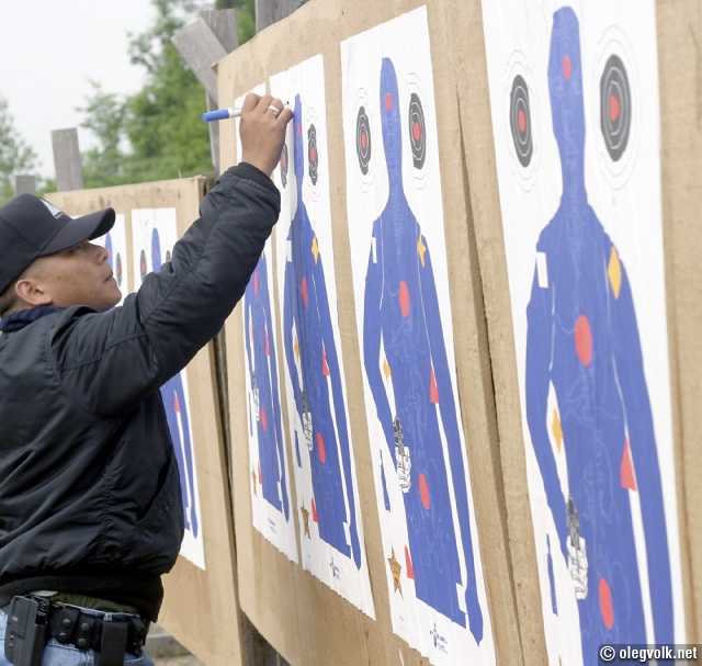 Assistant instructor marks the targets.