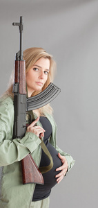 pregnant_woman_rifle_2181web