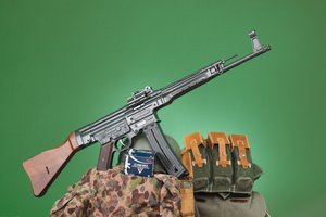 STG44_spread_5728web