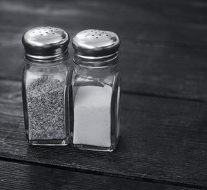 pepper_salt_shakers_1040897
