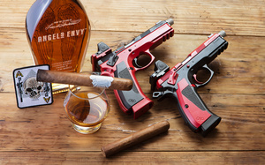 cigar_pistols_whiskey_D6A4733web